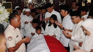 Batik Burung Phoenix dan Firasat Duka Ani Yudhoyono