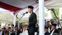 """<p>Agus Harimurti Yudhoyono (AHY) saat memberikan sambutan di upacara pemakaman sang ibu. """"Selamat jalan Memo, we love you and we will forever miss you,"""" ucapnya. (Foto: Rengga Sancaya)</p>"""