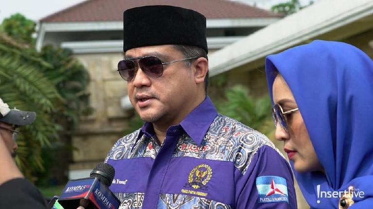 Mantan Wakil Gubernur Jawa Barat, Dede Yusuf, yang juga anggota partai besutan SBY, turut hadir untuk memberikan penghormatan terakhirnya kepada Ibu Ani.
