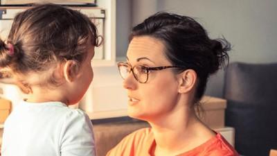 10 Cara Mengembangkan Kemampuan Anak yang Terlambat Bicara