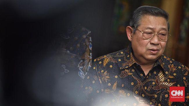 SBY mengenang peristiwa saat foto-foto dirinya dan mendiang istri Ani Yudhoyono dirobek-robek dan dibuang ke selokan.
