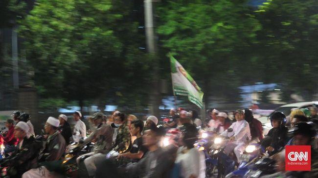 FPI menggelar takbir keliling pada malam lebaran Hari Raya Idul Fitri 1 Syawal 1440 Hijriah di DKI Jakarta, Selasa (4/6).