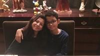 <p>Di ulang tahun Makayla dan Tristan yang ke-12, Mama Lia mengaku bangga banget pada si kembar. (Foto: Instagram @perempuanpanggung)</p>
