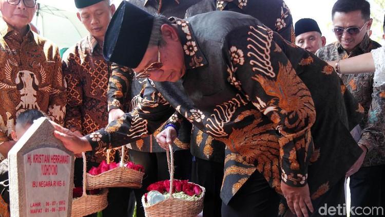 Cara Romantis SBY Kenang Kisah Cintanya Bersama Ani Yudhoyono
