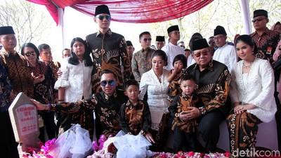 Makna di Balik Seragam Lebaran Keluarga SBY Pilihan Ani Yudhoyono