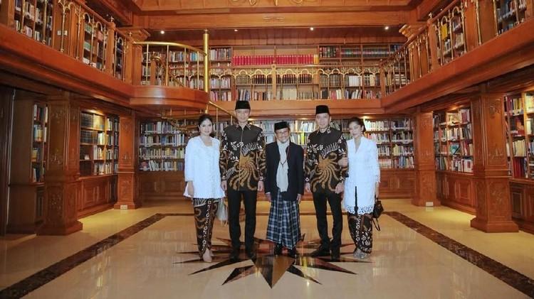 BJ Habibie memberi nasihat pada Annisa Yudhoyono untuk tidak membiarkan sang mertua, SBY, sendirian pasca meninggalnya Ibu Ani Yudhoyono.
