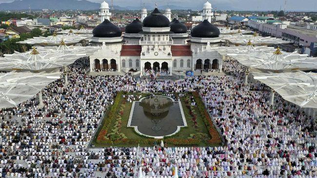 Lembaga Jasa Keuangan seperti bank, asuransi, pasar modal, lembaga pembiayaan, hingga koperasi di Aceh wajib menerapkan sistem syariah mulai 2020 mendatang.
