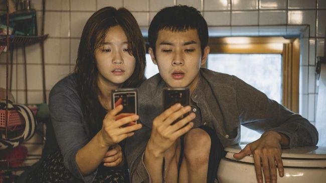 Parasite menjadi film pertama asal Korea Selatan yang memenangkan Best Foreign Language Film Golden Globe Awards.