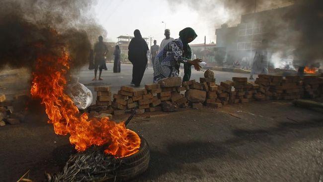 Kelompok paramiliter RSF di Sudan disebut telah membuang puluhan jasad demonstran ke Sungai Nil setelah terjadi bentrokan yang menewaskan 108 jiwa.
