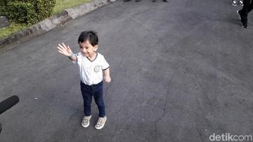 6 Potret Menggemaskan Jan Ethes Saat Liburan di Yogyakarta