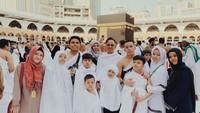 <p>Keluarga Gen Halilintar merayakan Idul Fitri di Tanah Suci Mekkah, sekaligus menjalankan ibadah umrah. (Foto: Instagram @genhalilintar)</p>