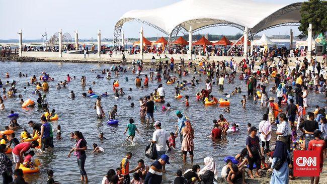 Direktorat Lalu Lintas Polda Metro Jaya mencatat sebanyak 146.556 orang memadati lima tempat wisata di Jakarta pada hari kedua lebaran, Kamis (6/6).