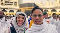 <p>Halilintar Anofial Asmid dan Lenggogeni Faruk mengajak 11 anaknya berlebaran di Mekkah. (Foto: Instagram @genhalilintar)</p>