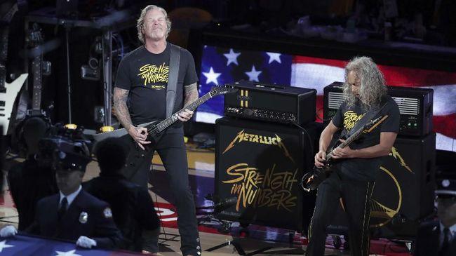 Gitaris sekaligus penyanyi utama Metallica, James Hetfield, kembali masuk pusat rehabilitasi untuk mengobati kecanduan alkohol yang ia alami.