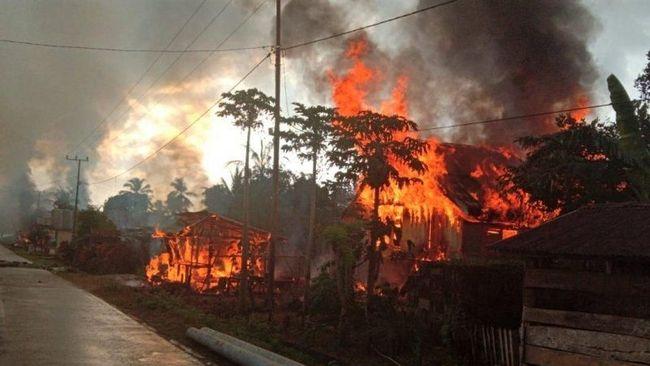Rumah warga yang terbakar akibat bentrok warga di Buton akan mendapat kompensasi pemerintah.