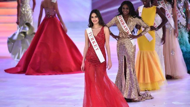 Pesepakbola Jerman Mesut Oezil menikahi kekasihnya Amine Gulse pada Jumat (7/6), Miss Turki 2014 lalu.
