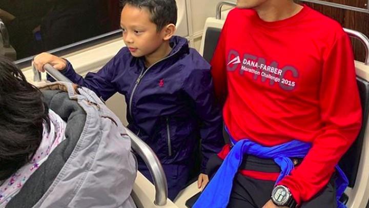 Di Boston, Sandiaga Uno mengajak si bungsu Sulaiman menjajal subway, moda transportasi yang paling sering dipakai oleh warga AS. Kalau di Jakarta, subway seperti MRT, Bun. Sandiaga juga memanfaatkan satu hari full untuk mengajak Sulaiman berkeliling kota Boston. Sementara itu, Nur Asia Uno memiliki quality time bersama Atheera dan Amyra.