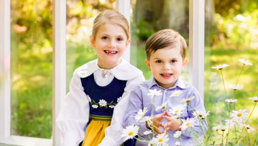 Manisnya Putri & Pangeran Kerajaan Swedia Berpakaian Tradisional