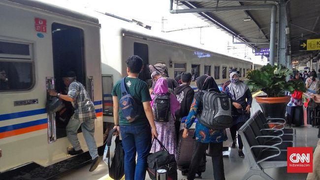PT KAI menyatakan jumlah penumpang kereta api selama masa angkutan Lebaran 2019 melonjak 9,2 persen. Lonjakan salah satunya dipicu kenaikan harga tiket pesawat.