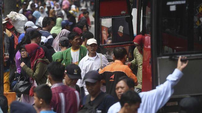 Kasatlak Terminal Kampung Rambutan menyatakan jumlah itu didapat dari pembandingan total pemberangkatan sejak H-7, dan kedatangan pascalebaran hingga hari ini.