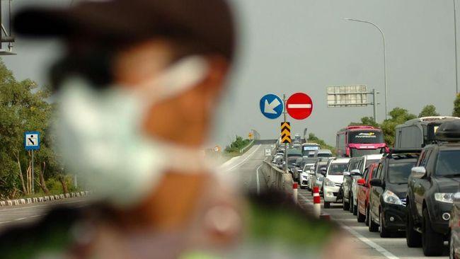 Polda Metro Jaya mempertimbangkan memperpanjang Operasi Ketupat 2021 untuk mengantisipasi arus balik lebaran.