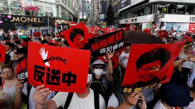 Para pengunjuk rasa didominasi muda-mudi. Mereka tetap menolak pembahasan RUU Ektradisi oleh dewan perwakilan.