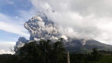 BMKG Perkirakan Abu Vulkanik Erupsi Sinabung Sampai ke Aceh