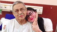 Mochammad Aidil, ayah Dewi Perssik meninggal dunia di MRCCC Siloam Hospitals Semanggi, Jakarta Selatan.Aidil meninggal padapukul 14.32 WIB. (Foto: Instagram @dewiperssikreal)