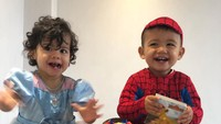 <p><em>Happy</em> banget si kembar dan adik bungsu mereka, Alana, yang genap berusia satu tahun pada 12 November 2018. (Foto: Instagram @cristiano)</p>