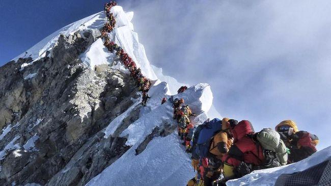Pemerintah China menutup sementara jalur pendakian ke Gunung Everest dari Tibet untuk mencegah penyebaran virus corona