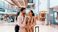 Meski sudah tinggal di nagara tetangga, tapi tak membuat Puteri Indonesia asal Sumatera Barat ini lupa pada kampung halamannya. Whulan mengajak sang suami untuk pulang ke Tanah Minang. (Foto: Instagram @whulandary)