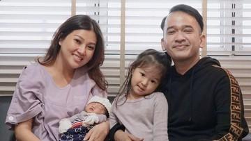 Lucunya Putri Kedua Ruben Onsu Kenakan Pakaian Bayi Sang Kakak