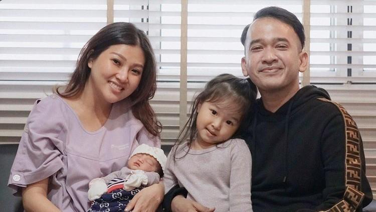 Ruben Onsu sengaja menyimpan pakaian bayi anak pertamanya, Thalia untuk diwariskan ke putri keduanya, Thania.