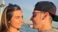 <p>Mesut Ozil dan Amine Gulse, yang pernah menyandang mahkota Miss Turki 2014, mulai menjalin cinta pada 2017. Di tahun yang sama, bintang klub Arsenal itu baru saja putus dari penyanyi Mandy Capristo. (Foto: Instagram @gulseamine)</p>