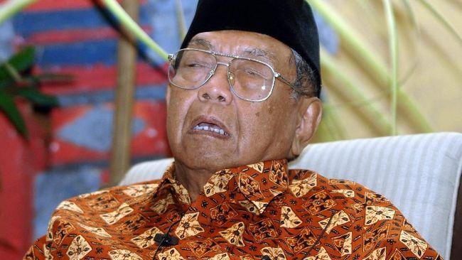Wakil Ketua Dewan Gelar mengatakan alasan Gus Dur tak diajukan jadi pahlawan karena belum lama meninggal, dan terjerat persoalan pemakzulan oleh MPR.