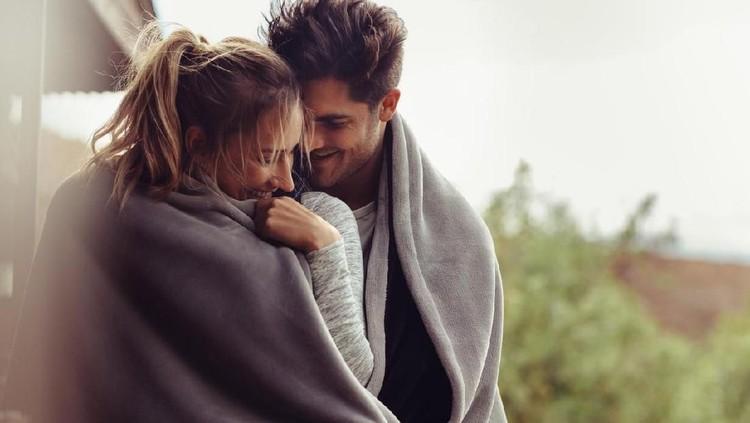 4 Posisi Seks Menarik Dicoba untuk Pasangan Pemilik Mr P Kecil