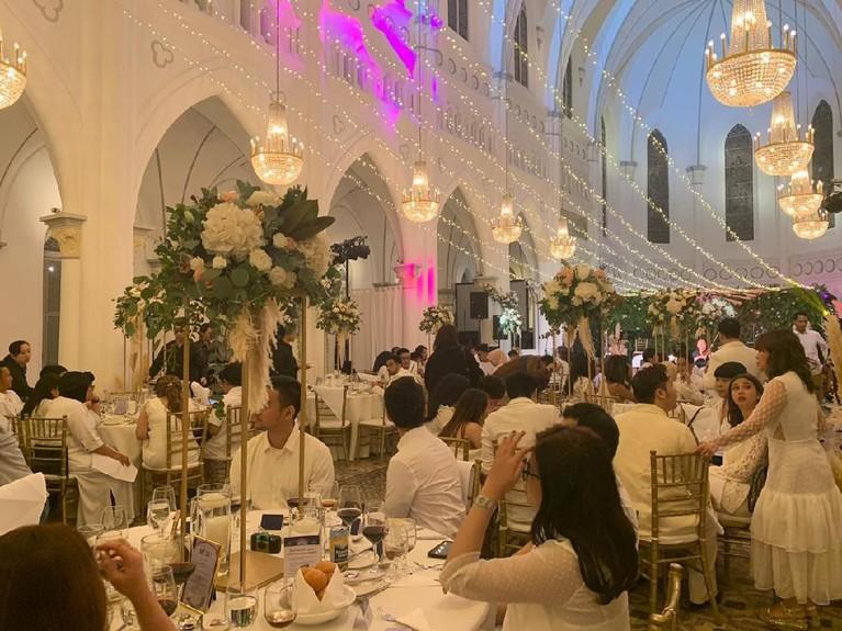 Tempat diselenggarakannya pesta tersebut cukup terkenal karena sempat dipakai untuk lokasi syuting film Crazy Rich Asians.