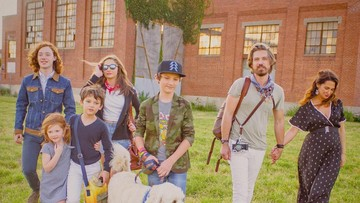 Lama Tak Terlihat, Simak 6 Foto Taylor 'Hanson' dan Enam Anaknya