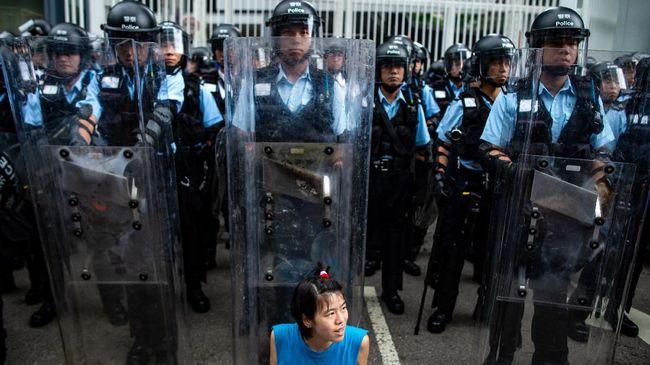 Pemerintah Hong Kong menutup kantor pemerintahan pusat sebagai langkah antisipasi aksi mogok sehari setelah demonstrasi besar-besaran menolak RUU ekstradisi.