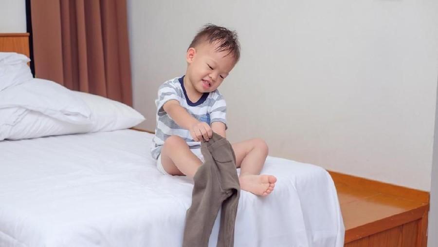 Penyebab Ada Anak yang Sering Buka Celana di Dalam Rumah