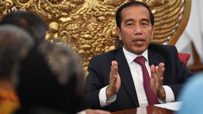 Presiden Jokowi menegaskan para menteri Kabinet Kerja untuk tidak membuat kebijakan baru, termasuk mengganti dirjen dan direktur BUMN.