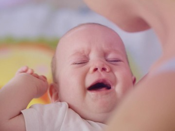 Pertolongan Pertama Bayi Jatuh dari Tempat Tidur