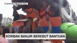 VIDEO: Korban Banjir Samarinda Berebut Bantuan