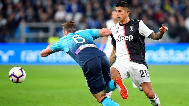 Juara Serie A Liga Italia Juventus ingin merekrut gelandang Manchester United asal Perancis Paul Pogba dengan cara memberikan fullback Joao Cancelo.