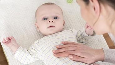 4 Langkah Mengatasi Bayi Tersedak Tanpa Panik