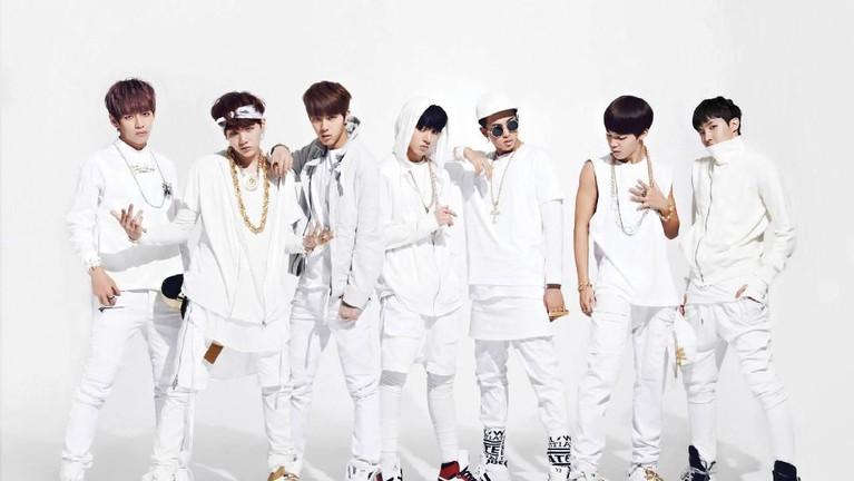 Foto debut lainnya BTS pada lagu N.O yang rilis pada tahun yang sama saat mereka debut. Mereka tampil dengan pakaian serba putih.