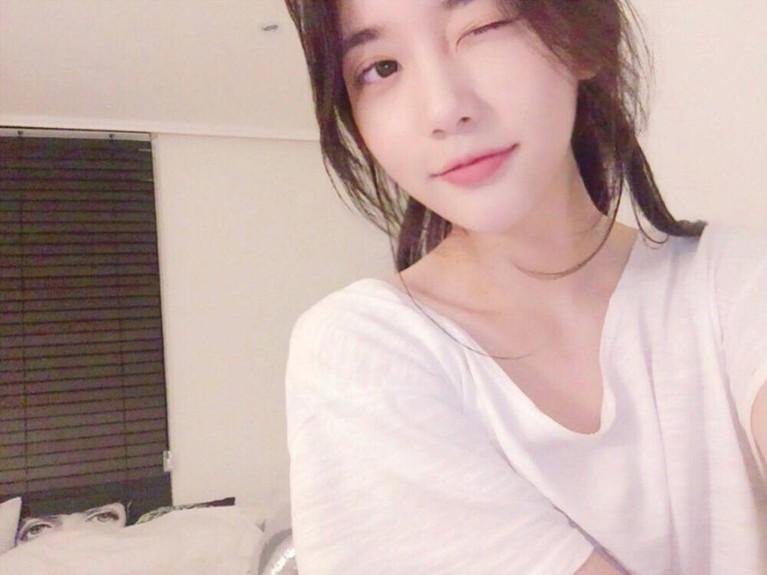 NamaHan Seo Heesebenarnya tak asing lagi di dunia hiburan. Ia pernah menjadi trainee YG Entertainment tapi ia tak terpilih untuk debut.