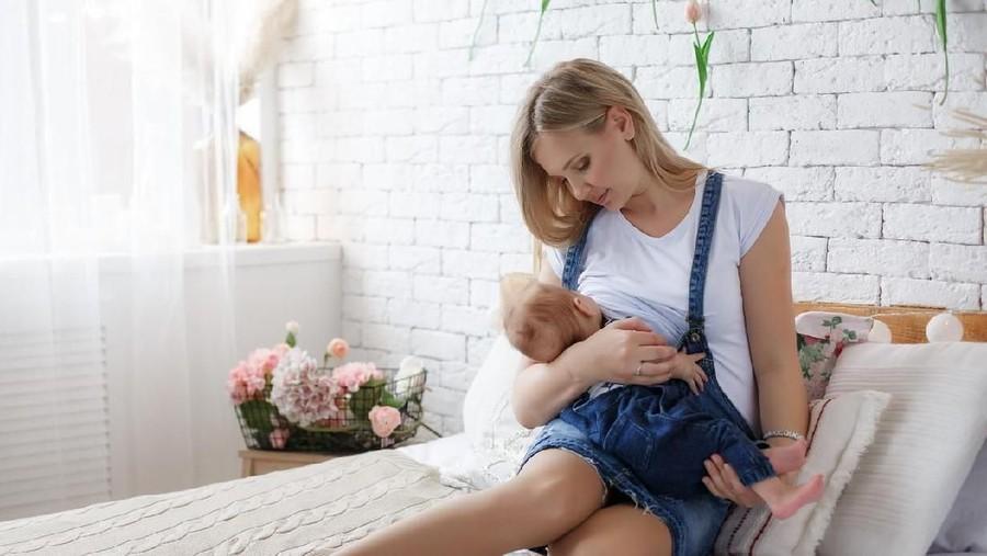 4 Tips Mencegah Payudara Ibu Menyusui agar  Tidak Terasa Kosong