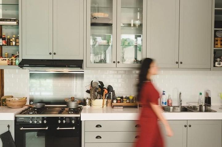 Dari dapur modern, industrial, hingga skandinavia, deretan dapur milik artis Indonesia ini bisa jadi inspirasi untuk Bunda.