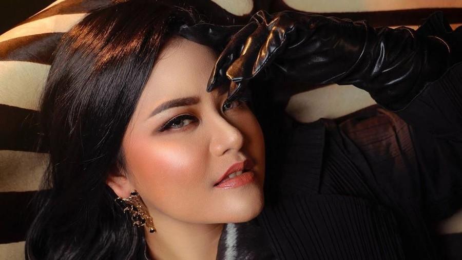 Kahiyang Ayu Foto Pakai Make Up, Warganet: Mirip Raisa